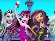 Draculaura Tira uma Selfie em Monster High