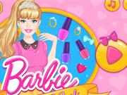 Barbie faz Manicure